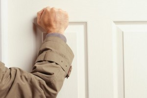 Man-knocking-on-door