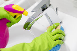 cleaning-cleaning-bathroom